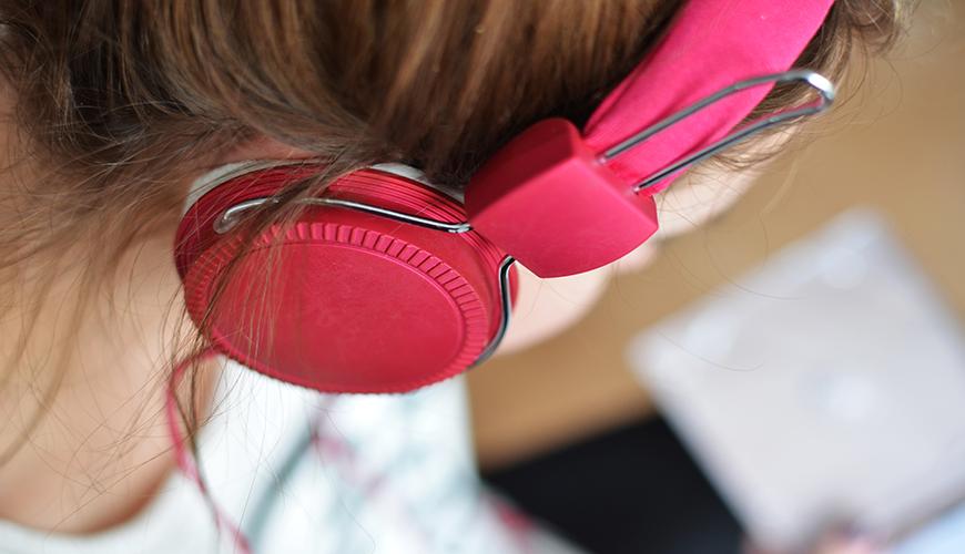 گوش دهیم / مهارت گوش دادن باعث همدلی می شود/ روز یازدهم شکرگزاری
